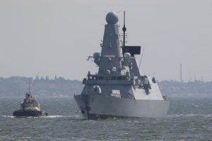 Rússia ameaça bombardear navio de guerra britânico após tiros de advertência
